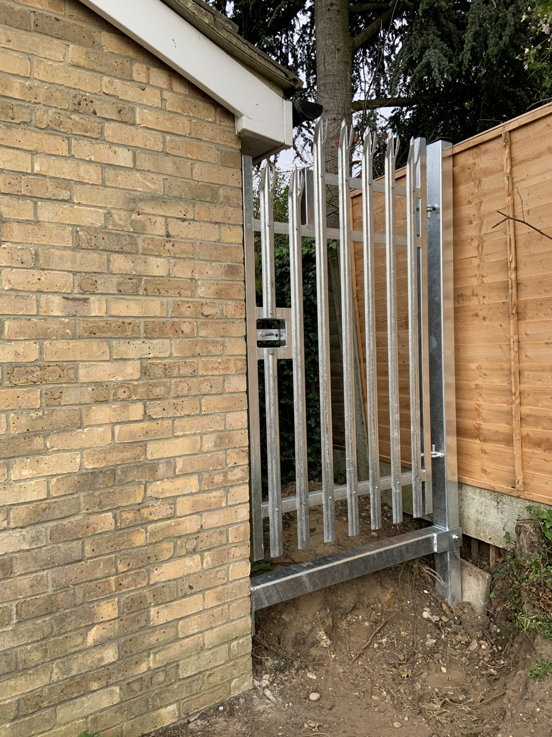 Palisade, Gate, Fabricated, Bespoke, Galvanised, Installation, Security